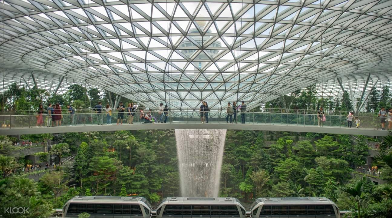 canopy bridge in canopy park jewel changi airport singapore